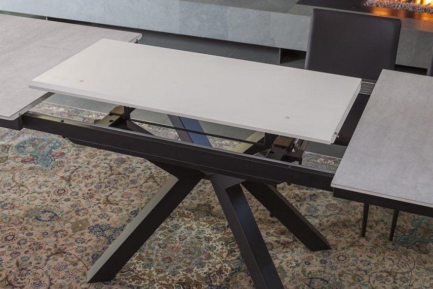 Masă extensibilă de sufragerie Giada cu bază metalică
